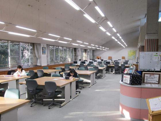 麗澤中学校 メディアセンター