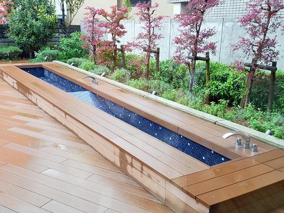 中村中学校 テラスの足浴