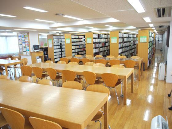 横浜雙葉中学校/図書館