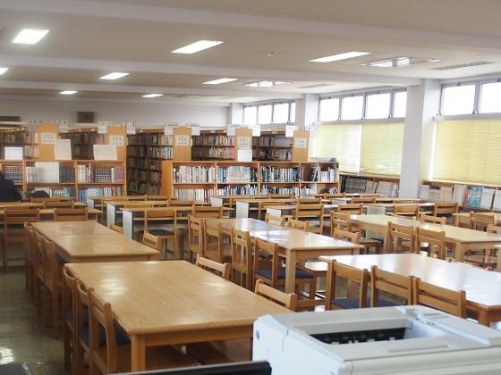 捜真女学校中学部 図書室