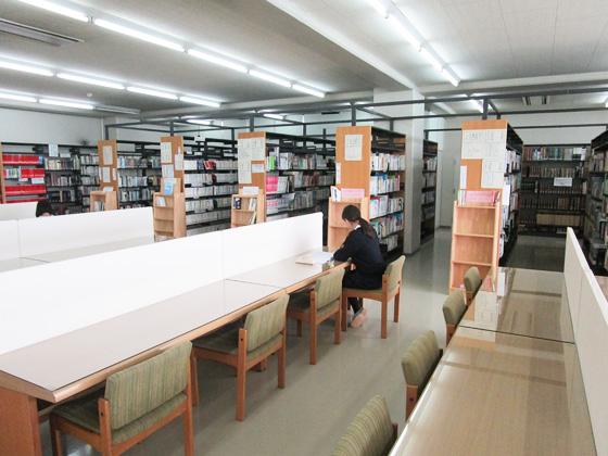 横浜隼人中学校 図書室